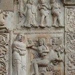 Рельефы на фасаде собора: Рождение Евы из ребра Адама и Изгнание из Рая