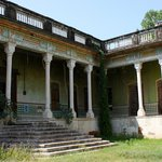 The derelict half of the Haveli