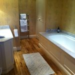 Hornbeam bathroom - spacious and spotlessly clean