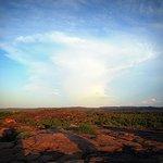 Величественные облака на закате, вид со скалы Убир.