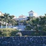 El hotel desde el paseo maritimo