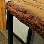 Détail du mobilier (poutre en bois vermoulu)