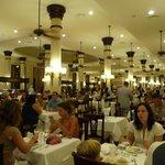 Resto buffet Colonial à côté du Lobby (beaucoup de choix)