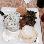 Country fried steak. Mashed potatoes and gravy. Green beans. D licious! Don't let the picture fo