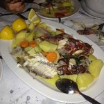 Die Fischplatte von der Fischsuppe