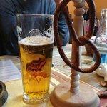 Birra locale + Bretzel a disposizione su ogni tavolo