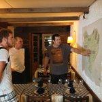 O simpático proprietário Leonardo, explicando a geografia do País Basco.