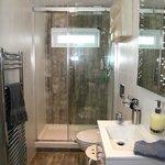 Garden room ensuite private shower room