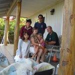 オーナーのご家族と一緒に記念写真