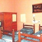Habitacion Triple, ideal para amigos, cuenta con todos los servicios y una ambientacion rustica.