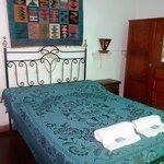 Habitación Doble, con cálida ambientación de estilo colonial, ideal para una luna de miel.