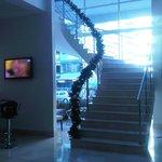 Escaleras que comunican Recepción con Mezz Comedor
