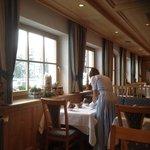 la cameriera..con i guanti bianchi! perfetto
