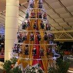 Очень оригинальная елка. :)