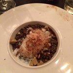gepocheerd ei met linsen en foi gras