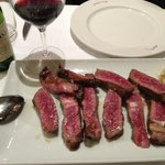 Carne a la piedra con un Viña Ardanza Reserva Especial.