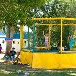trampoline au camping les sables blancs