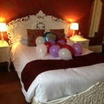Renaissance suite with baloons for a birthday suprise