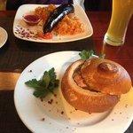 Суп с копченостями и кровяная колбаса с капустой)