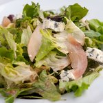 Mix of green salads with pear and blue cheese