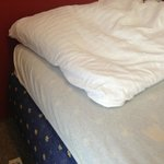 bed did not have proper sheet and pillows were flat