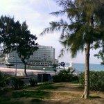 Вид на отель во время одной из прогулок в районе отеля