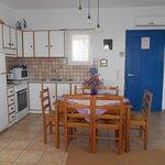 Η κουζίνα στο διαμέρισμα Νο 8.