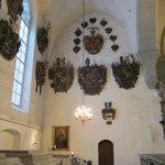 Здесь похоронены дворяне и рыцари Верхнего города. На стенах - 107 гербовых эпитафий.