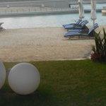 espreguiçadeira na praia otima para um final de dia