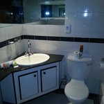 Granite en-suite bathroom at Fountain Hill