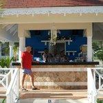 """""""La oficina de la playa""""-- the Ambar beach bar"""