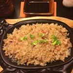 утверждали что рис в креветками и осьминогом, но мы их не разглядели)))