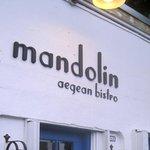 Fachada do Mandolin: casa simples e acolhedora.