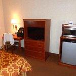 tv, frigobar e microondas