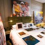 DELUXE ROOM WITH VIETNAMESE ART WORKS