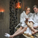 Couple relaxing in the Rasul - detox Therapy