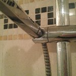 Shower head would not stay in fixture while on