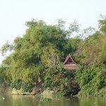 Cabane en bord de rivière