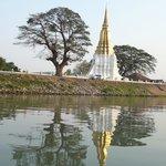 Temple en bord de rivière
