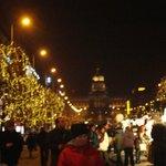 Plaza Wenceslado al fondo el Museo, todo de feria navideña
