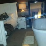 Gorgeous bath room 11