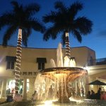 Miromar Outdoor Mall is beautiful - You don't have to shop to dine here!