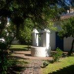 Tradicional aljibe de los patios coloniales