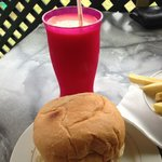 Lunch.. tropical smoothie & a cheeseburger. Happy days :o)