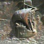 Le caravelle, pannelli in bronzo del monumento