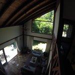 Vista del living desde la zona de las habitaciones de arriba