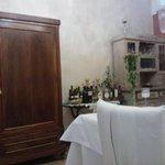 mobili antichi all'interno, ben curati