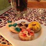 Té y pastelitos (cortesía de la casa) para el postre