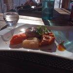 Plat du jour: tournedos de canard +poire pochee aux epices + puree de carottes + petite tarte au