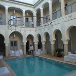 cour piscine